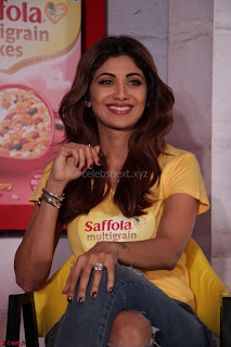 Shilpa Shetty super cute fit in Yellow T Shirt 07.JPG