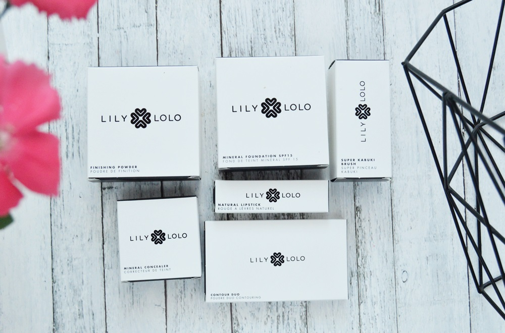 Lily lolo - Podkład, puder i korektor mineralny oraz pędzel Super Kabuki / Costasy