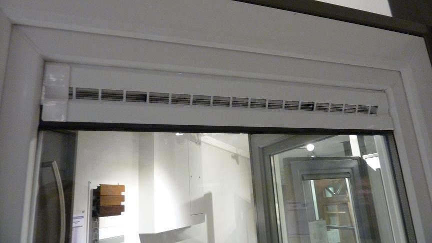La construction de notre maison etape 9 visite du show for Porte avec grille de ventilation