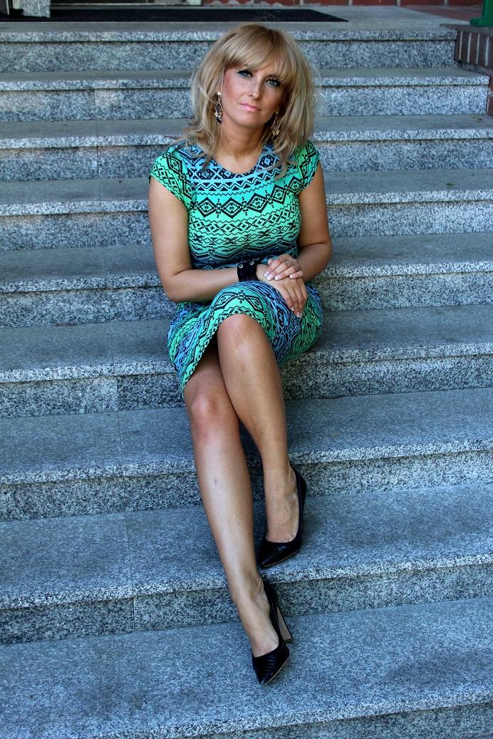 0320adcfbd4a55 Mimo iż kocham spodnie, w sezonie wiosna-lato blog obfitował będzie w  różnego rodzaju spódnice i sukienki. Dziś jedna z nich : piękna,  miętowo-niebieska ...