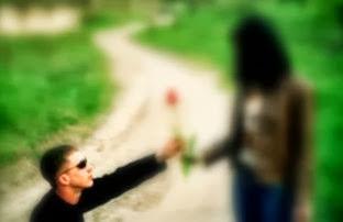 El muchacho solitario que se enamora a una mujer lejana.