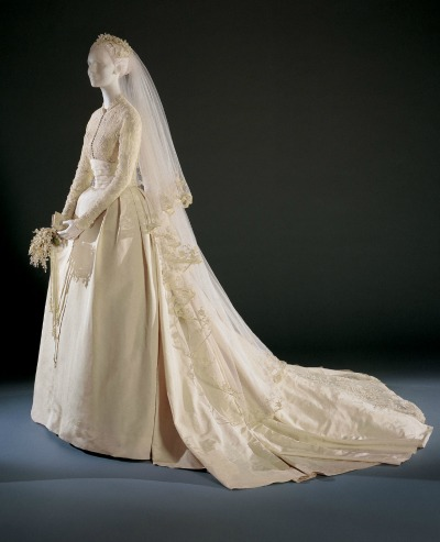 Grace Kelly Wedding Gown displayed on mannequin