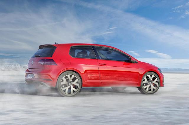 2017 VolksWagen Golf in top automotive news side view