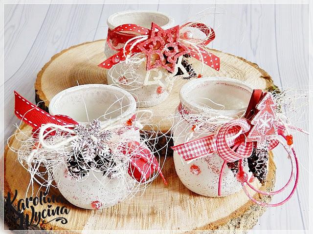 Z dodatkiem czerwieni świeczniki świąteczne