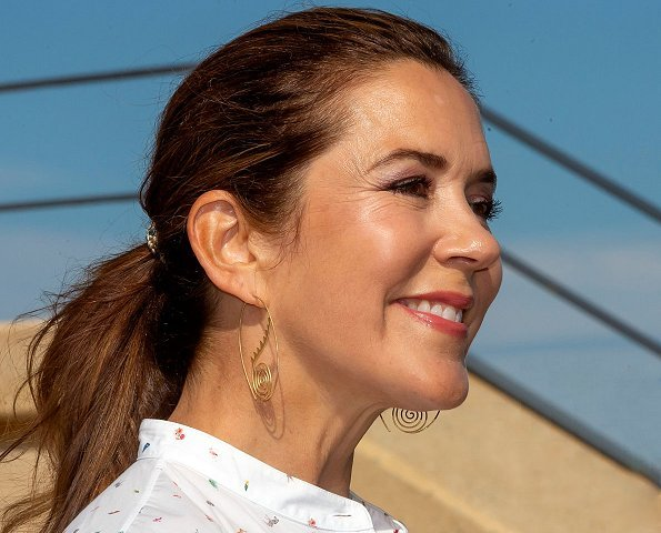 Crown Princess Mary wore Dulong Thera earrings