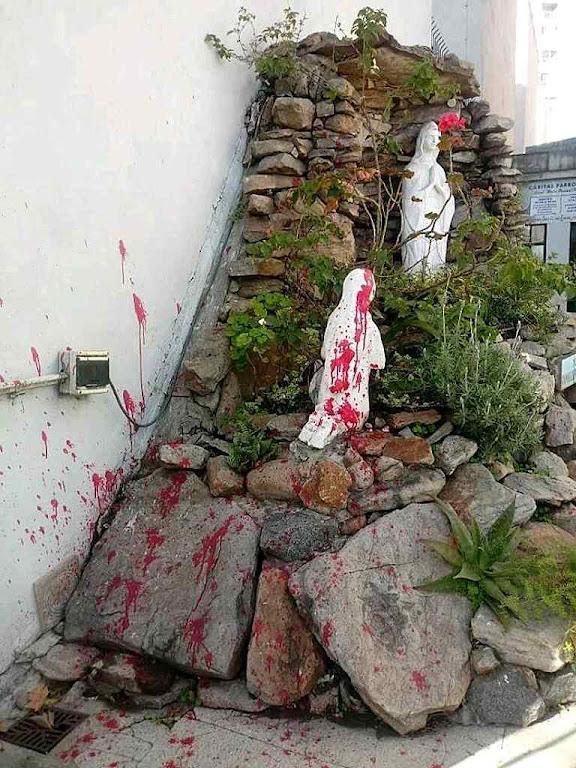Imagens de Lourdes profanadas com tinta  na igreja de Santa Maria Betânia