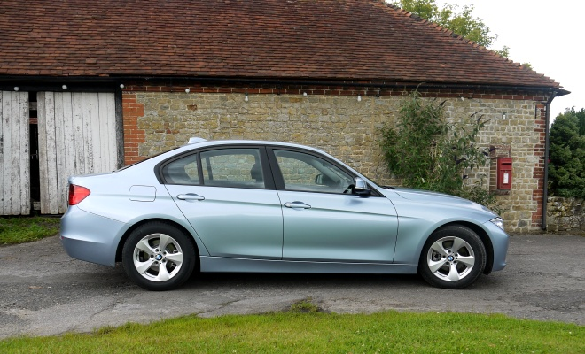 BMW 320d Efficient Dynamics - side view
