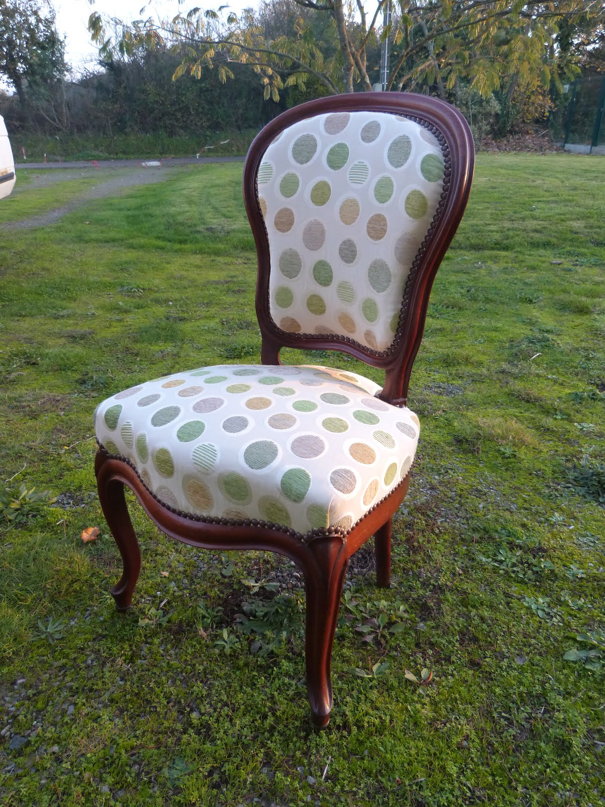 56 chaise louis philippe tissu toiles de mayenne les jolis si ges. Black Bedroom Furniture Sets. Home Design Ideas