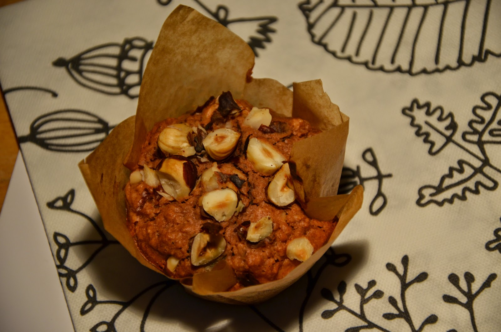 Ontbijtmuffin met peer en hazelnoot