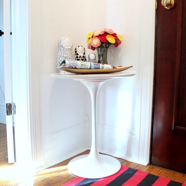 white tulip table in foyer