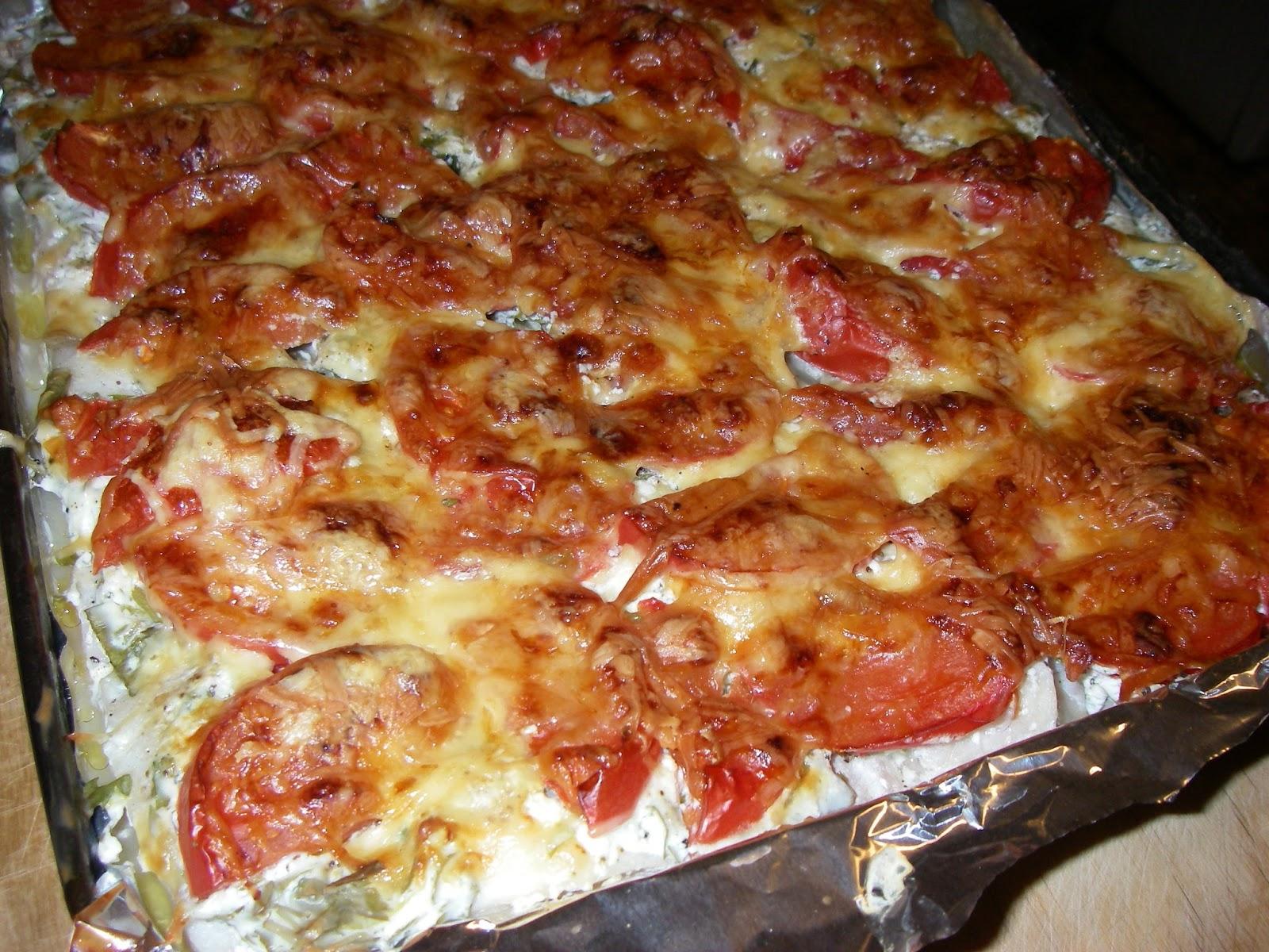 красная рыба с помидорами и сыром в духовке