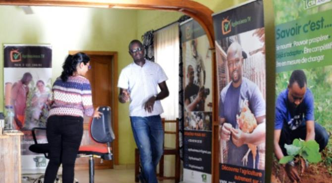 Inoussa Maiga launched Agribusiness TV determined to change poor opinions about agricultural work held by African youth. By Ahmed Ouoba (AFP). Ouagadougou (AFP) - With the logo of his internet TV station on his black T-shirt, Inoussa Maiga energetically plucks corn stalks in northern Burkina Faso for a programme on farming in Africa.
