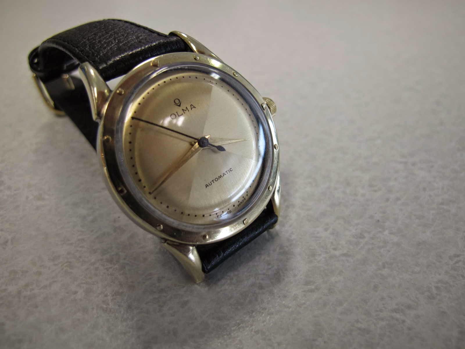 Cocok untuk Anda yang sedang mencari jam tangan GOLD TOP brand OLMA dengan harga tipe Gold TOp yang masih terjangkau