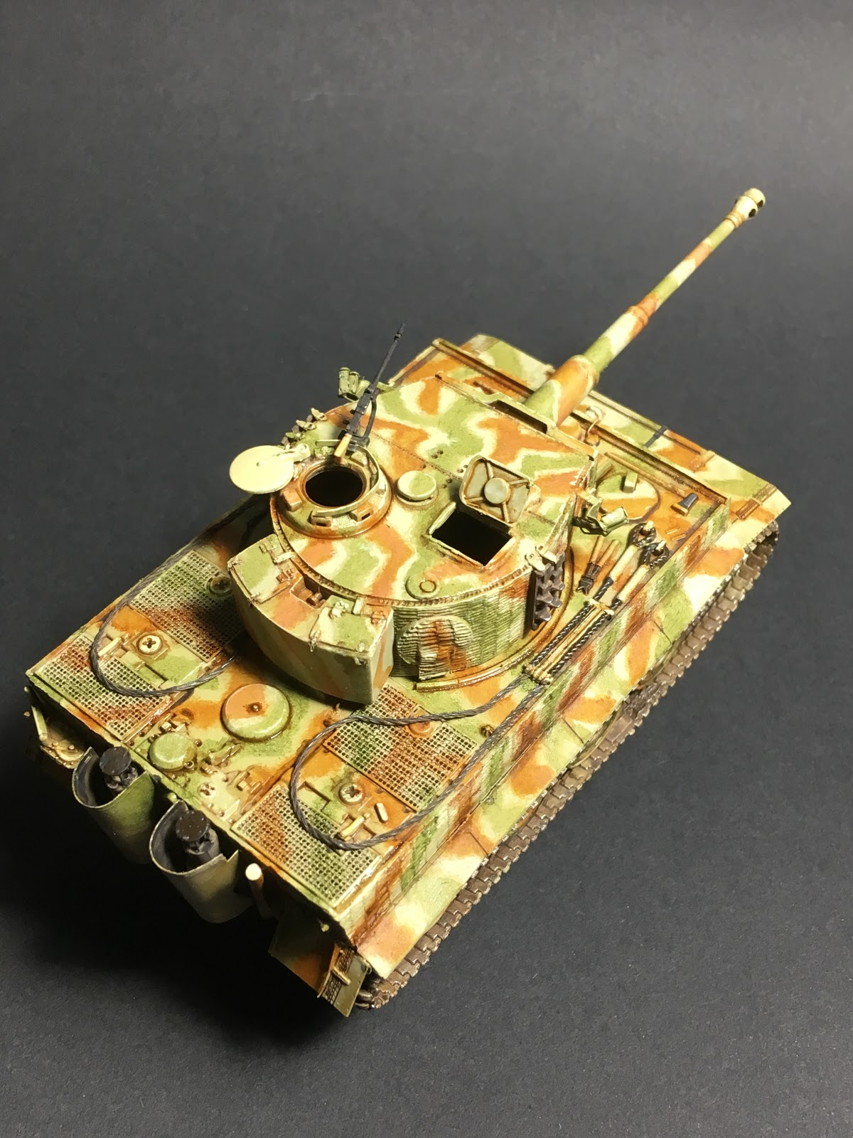 meditations on a hobby: Dragon 1/72 Tiger I Sd Kfz  181 Ausf