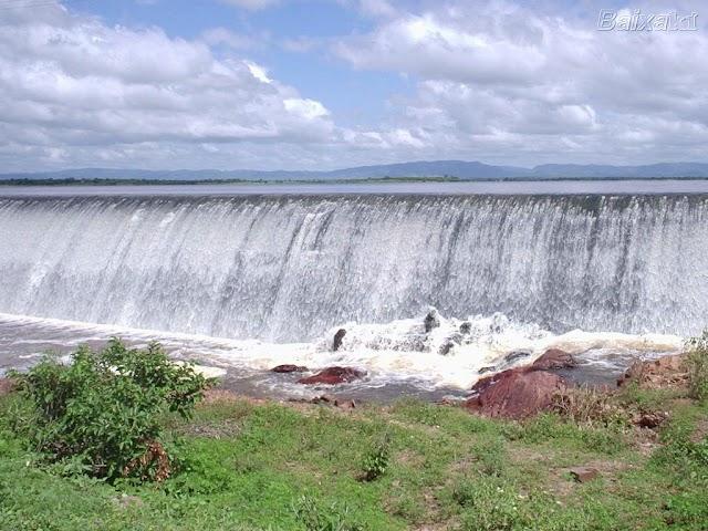 Barragem de Pilões, no Alto Sertão Paraibano, começa a sangrar