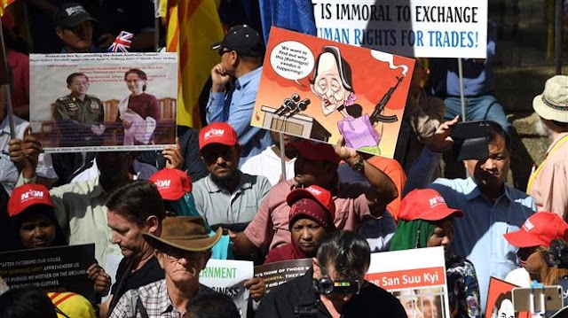 Myanmar's de facto leader Aung San Suu Kyi greeted by protesters in Sydney over Rohingya crisis