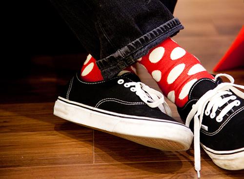 street style con calcetines de lunares