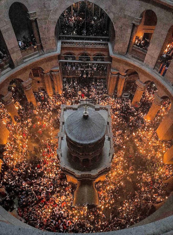 Páscoa de Ressurreição em torno do Santo Sepulcro após a restauração