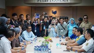 Calon Wakil Presiden nomor urut 2, Sandiaga Salahudin Uno berkunjung ke pabrik PT L&B di Jalan Gang Sundawenang, Parung Kuda, Sukabumi, Jawa Barat pada Kamis (23/11/2018).