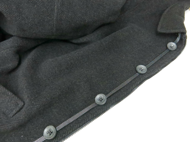 como coser una cinta con botones insertados