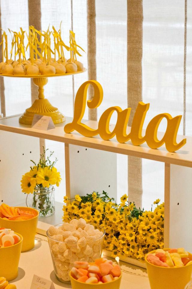 La Comunion de Laia - Mesa dulce en amarillo - Blog La Comunion de Noa