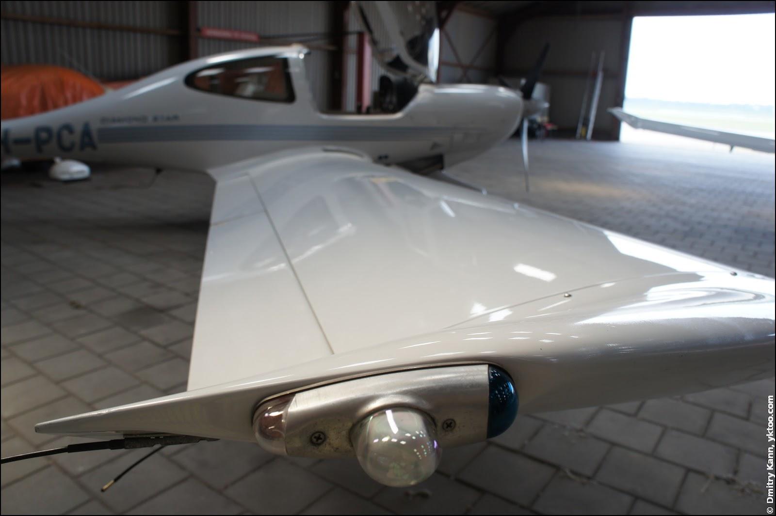 DA40's wing.
