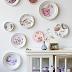Pratos de cerâmica na parede