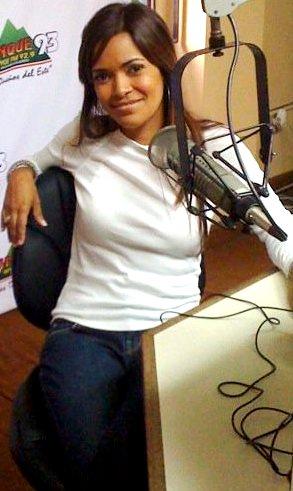 Foto de Wida López sentada con ropa sport