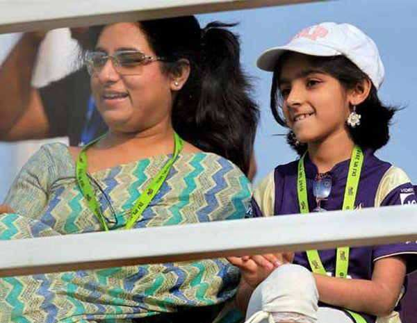 Sana Ganguly with her mom, Saurav Ganguly wife and daughter pictures