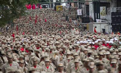 Ditador comunista Maduro anuncia expansão de milícias de capangas para 500 mil membros