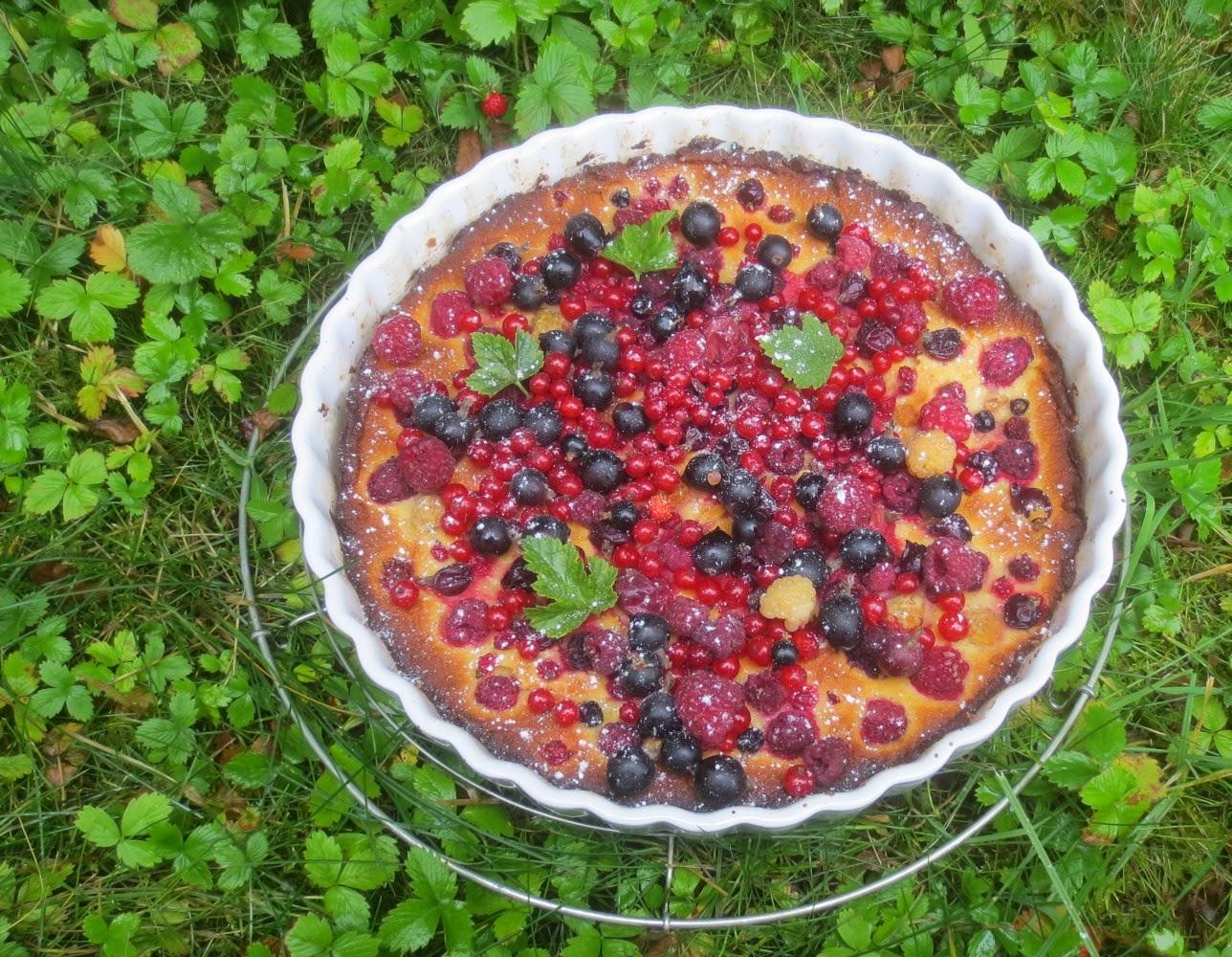 Gartenparty-Torte (Beeren-Marzipan-Kuchen)