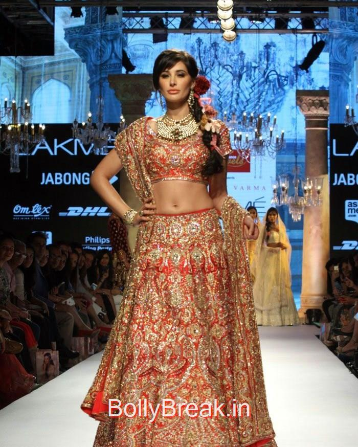 Nargis Fakhri walks the ramp for Reliance Jewels Presents Suneet Verma Show at LFW Summer/Resort, Nargis Fakhri Bridal Lehenga Pics - Lakme Fashion Week 2015