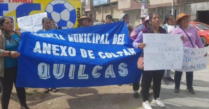 Padres de Familia del centro educativo de Quilcas protestaron por racionamiento de docente en la UGEL Huancayo