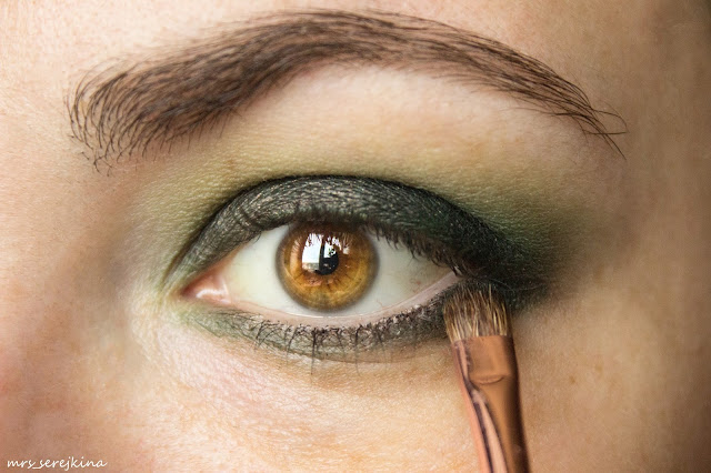 Green smoky eyes: step 5