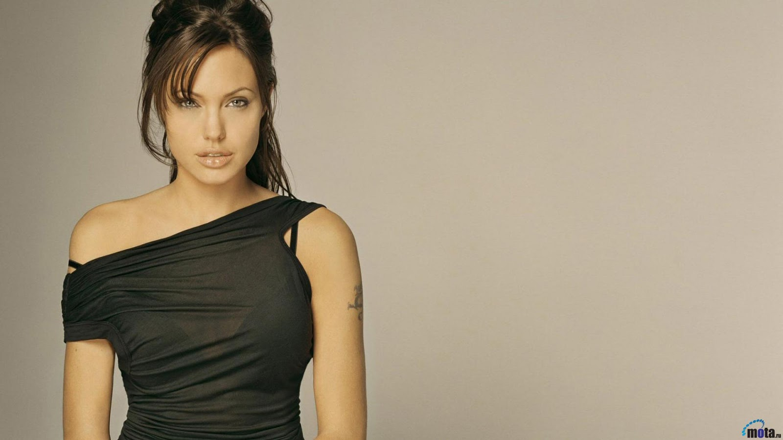 Angelina Jolie Hot Bold Sexy Pics in Hollywood Actress with hot boobs