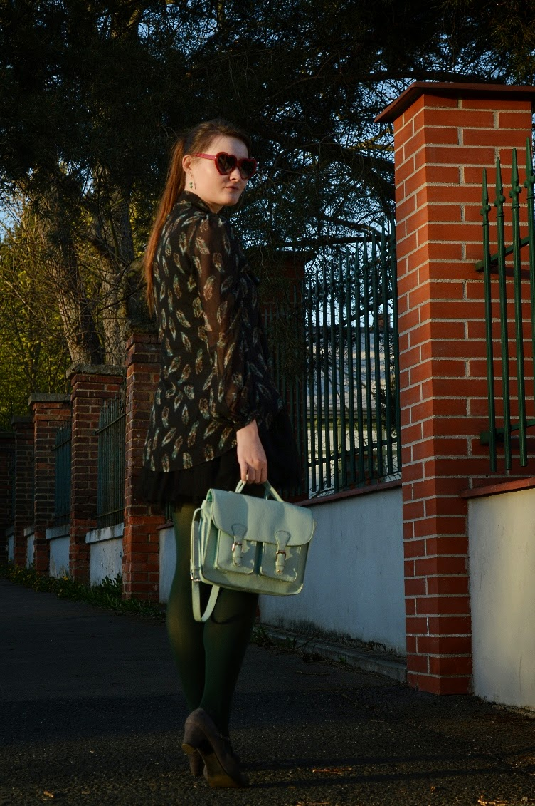 georgiana, quaint, quaintrelle, ootd, outfit, fashion blog, personal style, green, black, transparent, trendy