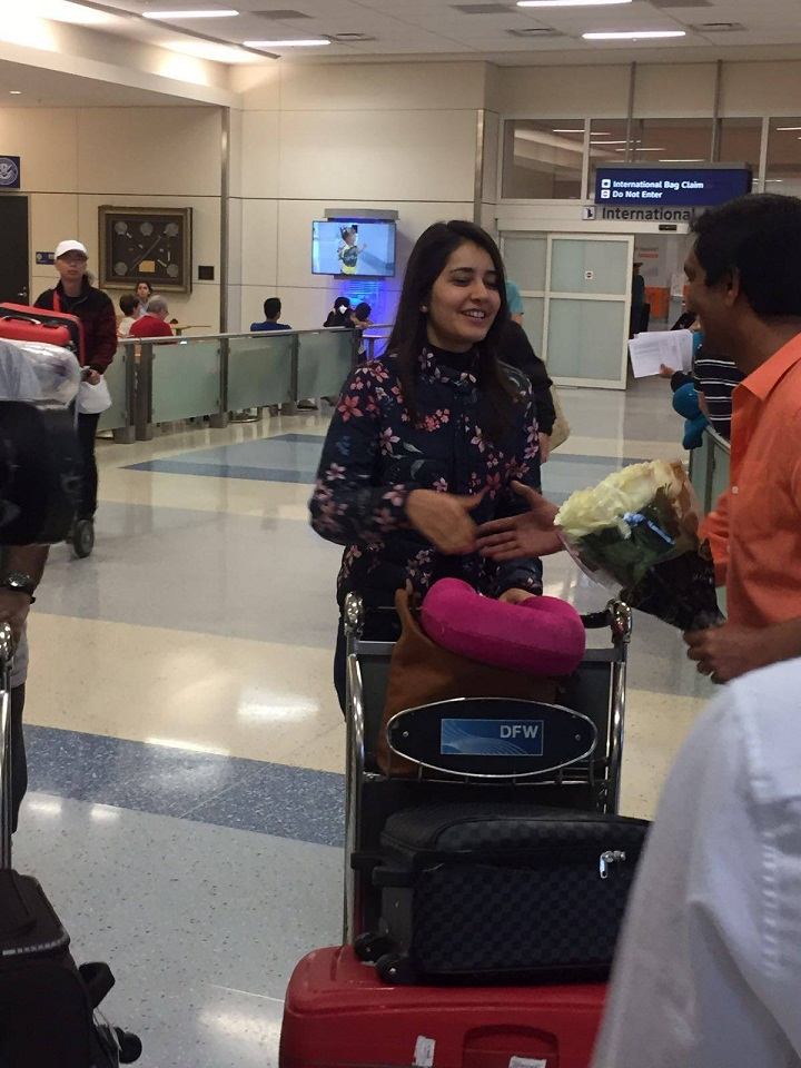Indian Actress Rashi Khanna Real Face Without Make In Airport ❤