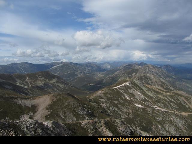 Ruta Pico Toneo y Peña Agujas: Vista al Nogales y Jeje desde el Toneo