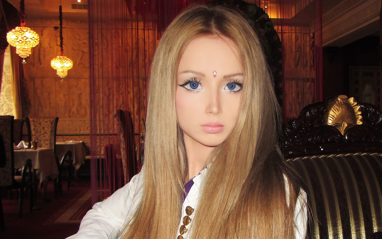 10 Pictures of 'Human Barbie' Valeria Lukyanova That Prove She's a Real Girl