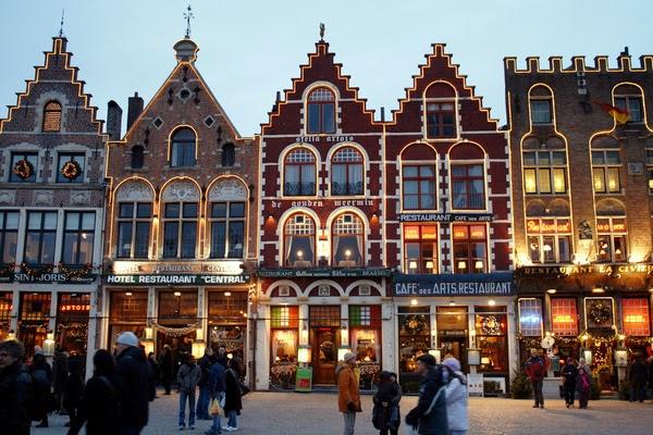 Edificios en el Grote Markt (Brujas, Bélgica)