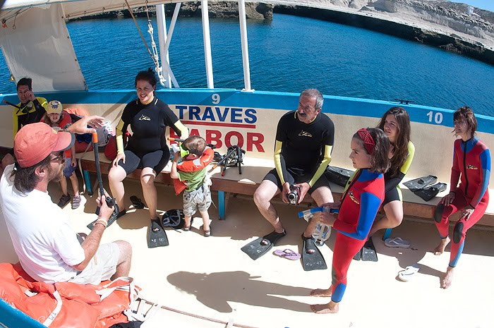 Paseos Náuticos en Puerto Pirámides, Avistaje de fauna , snorkel y tobogán al mar!
