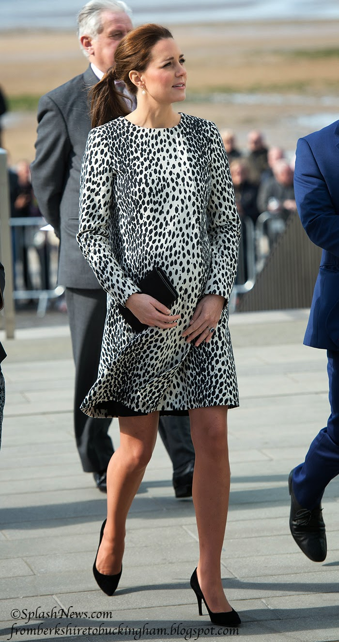 beb70a8899 Kate in Kent  The Duchess Visits Margate in Hobbs Dalmatian Print