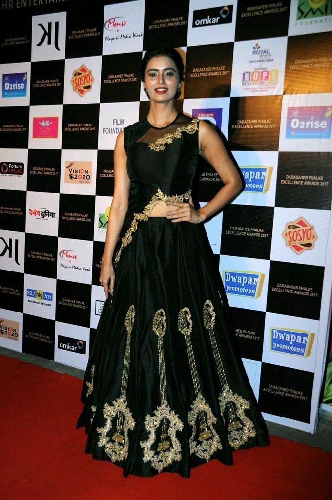Meenakshi Dixit In Black Dress At Dadasaheb Phhalke Awards 2017