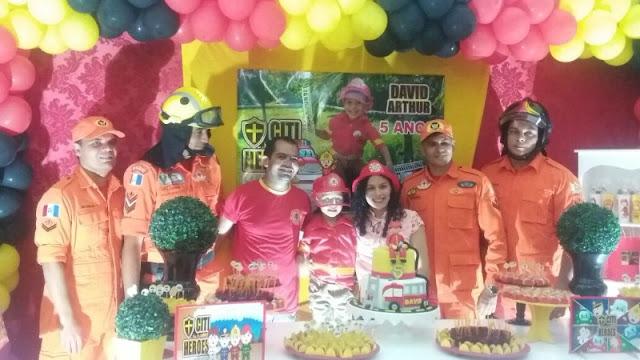 Em Delmiro Gouveia, Bombeiros aparecem de surpresa em festa e realizam sonho de menino  de cinco anos