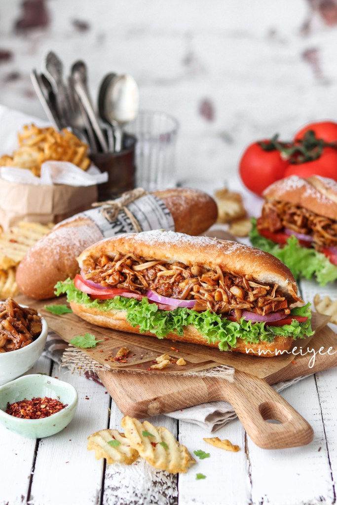 Barbecue Pulled Jackfruit Sandwich. Need more recipes? Find 20 Quick Vegan Lunch Recipes Perfect for Easy Meal Prep. vegan lunch ideas easy | quick vegan lunch ideas | school lunch vegan | easy vegan lunch recipes | vegan recipes easy lunch | vegan packed lunch ideas #veganlunch #vegan #lunch #healthy