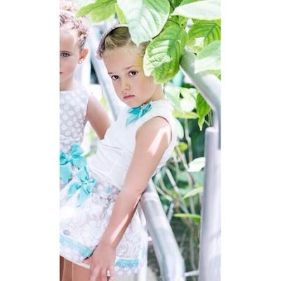 falda de topitos  y blusa de niña descubre la nueva coleccion de faldas para niñas