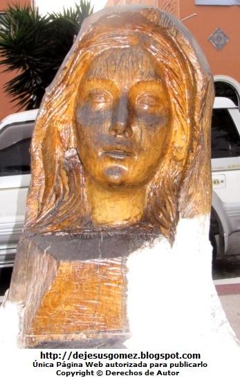 Escultura de la Virgen María en Pueblo Libre. Foto a la Virgen María de Jesus Gómez