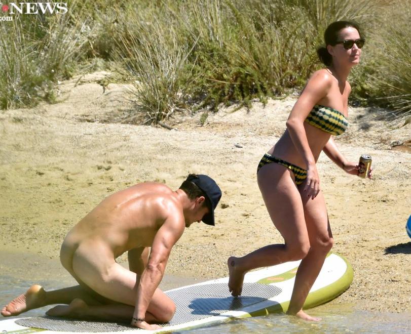 Katy Perrys Boyfriend Orlando Bloom Frolics The Beach -2675