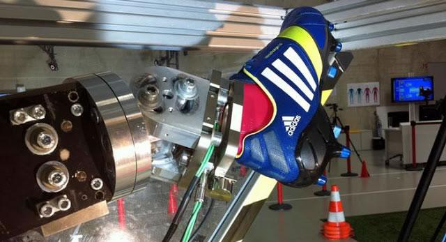 adidas inaugura su fábrica de robots