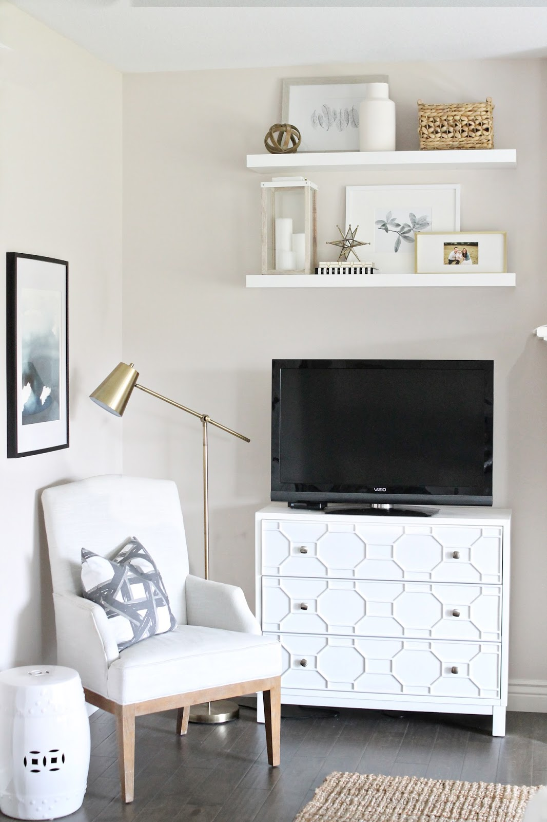 12th and White: Living Room Reveal {How to Fake Built-In Shelving}